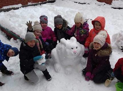 Пасхальный зайчик… из снега!