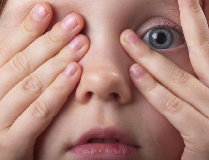 Мифы народной медицины и реальной помощь при воспалительных заболеваниях век у ребенка