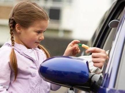 Какие уловки для привлечения детей используют мошенники?